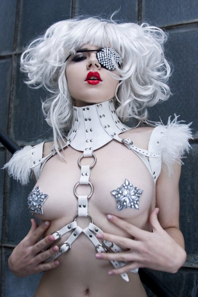 前貼りで乳首隠しのエロコスプレ 16