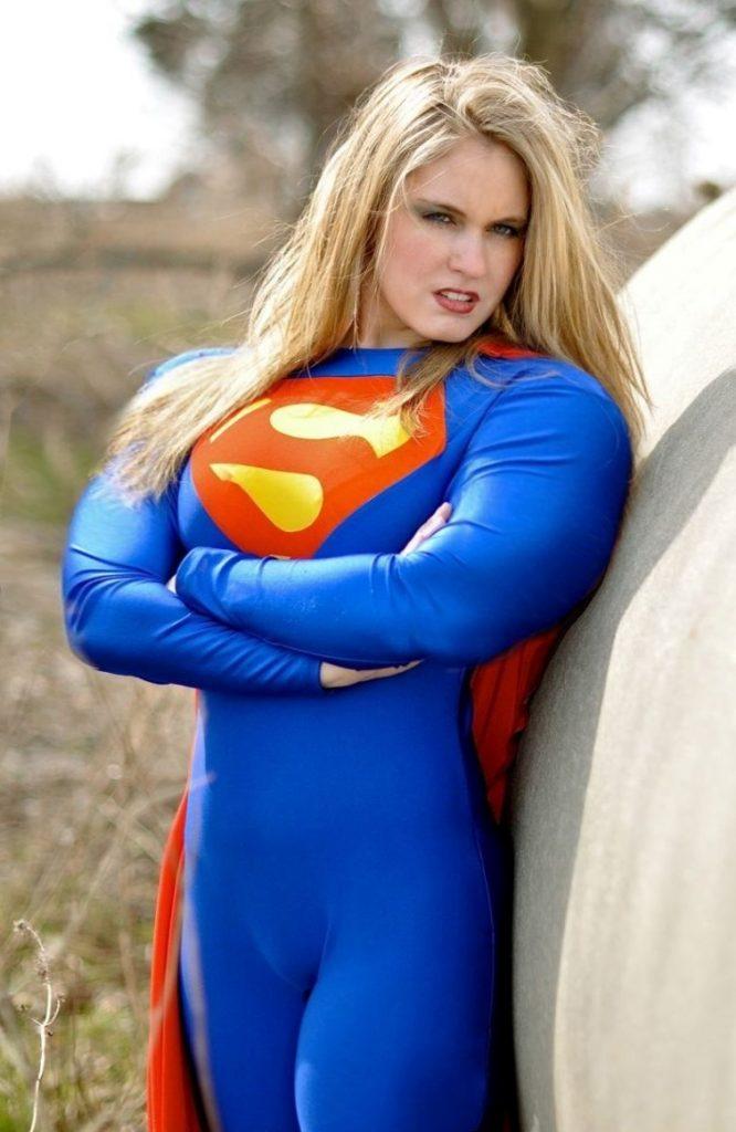 スーパマン(女性) スーパーガールのコスプレ画像 04