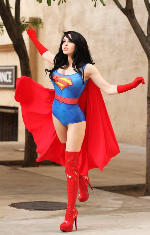 スーパマン(女性) スーパーガールのコスプレ画像 15