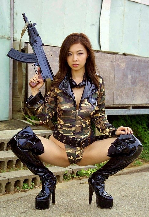 軍人・アーミースタイルのエロいコスプレに敬礼!な画像まとめ 12