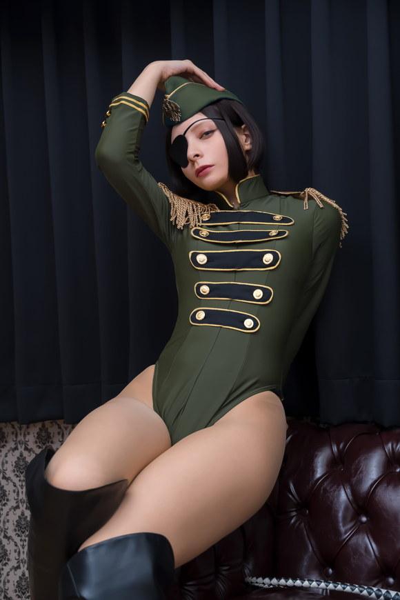 軍服レオタードのエロいコスプレ画像 01