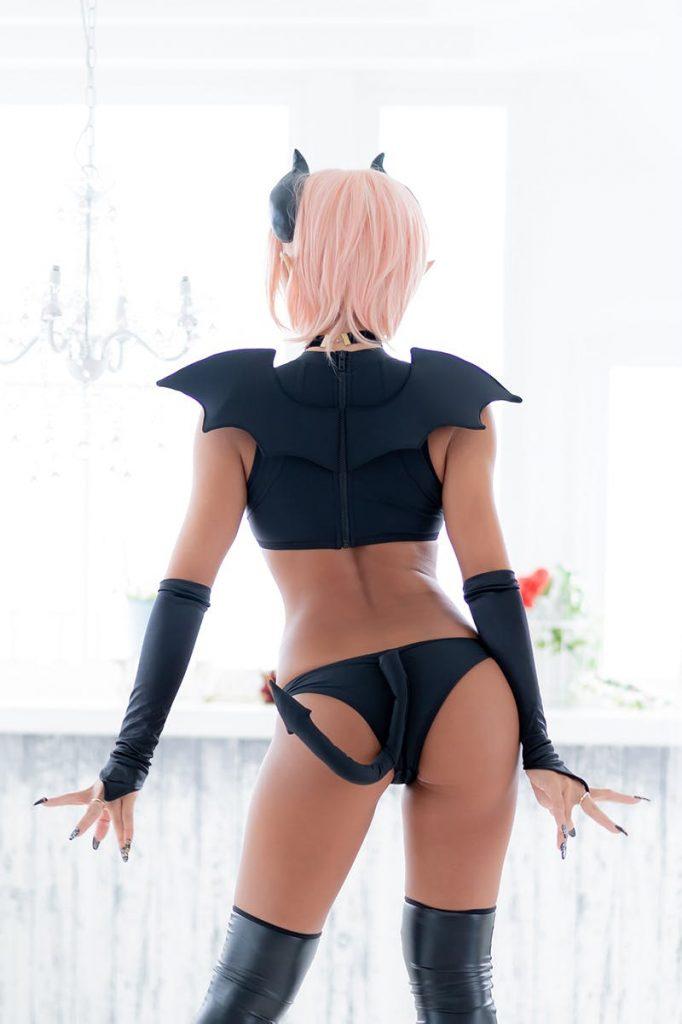 サキュバス風衣装のエロすぎるコスプレ 15