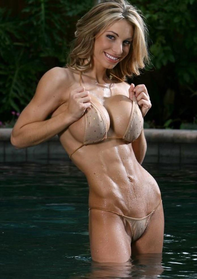 シックスパックな腹筋や筋肉など、ソフトマッシブなエロいコスプレ 04