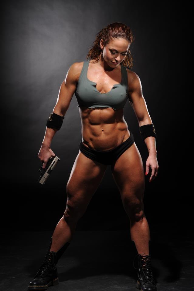 シックスパックな腹筋や筋肉など、ソフトマッシブなエロいコスプレ 17